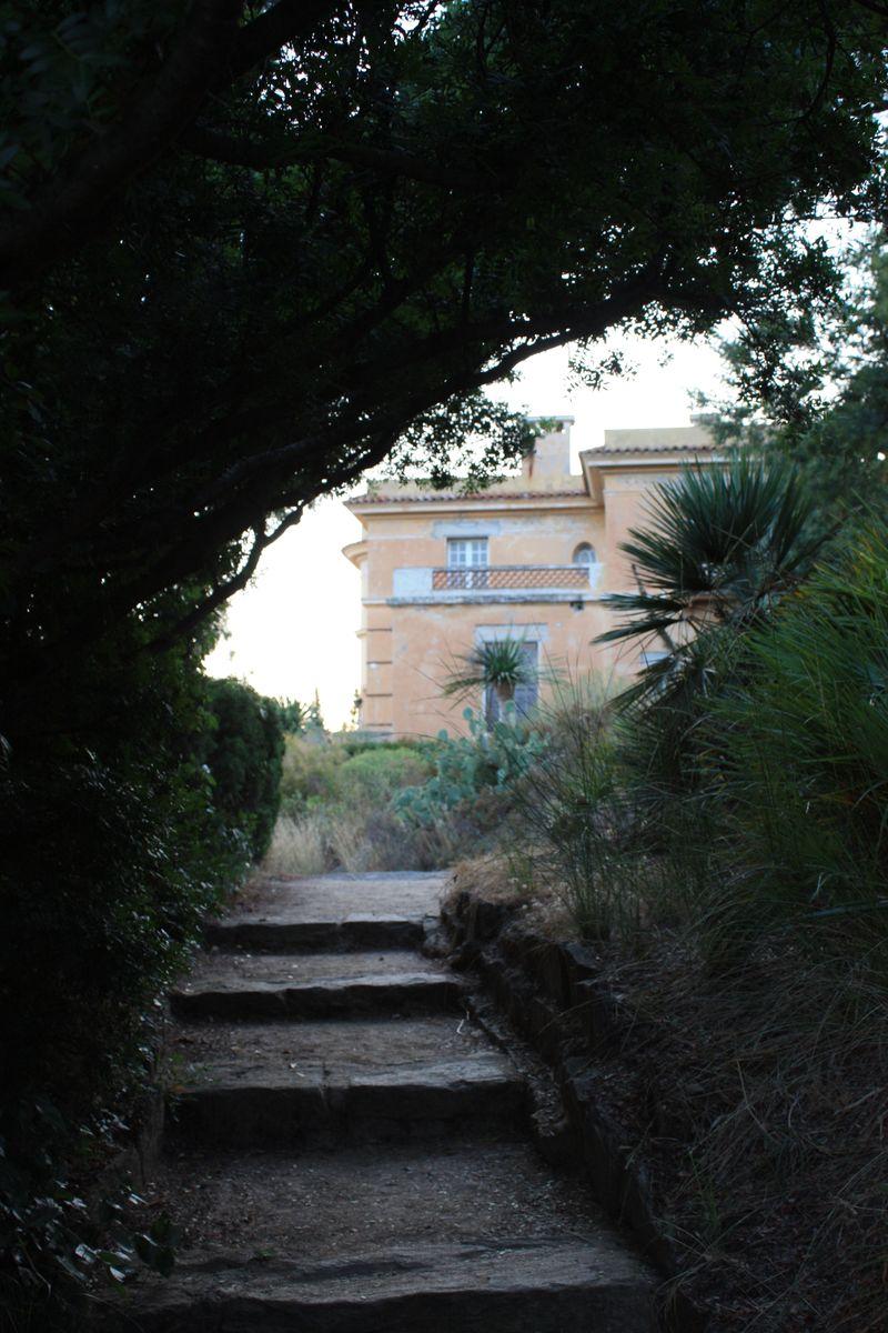 Escalier au domaine du Rayol